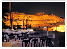 Romantic evening at the Huaca Pucllana Restaurant for a magical dinner at the foot of the ruins.