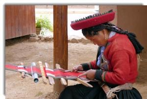 Weaving traditional Chinchero textiles in the Centro Textil Andina — Kuska Away Yachak