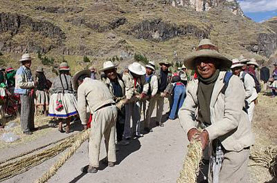 Fashioning the long ropes ~ © 2010 Peru National Institute of Culture