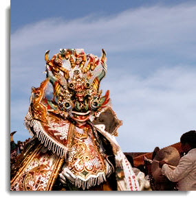 The Diablada puneña has its roots in the spreading of the Catholic faith during Spanish colonial times, and the introduction of the paradigm of good and evil in the form of angels and demons.