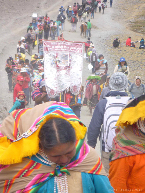 Qoyllur Rit'i is an annual pilgrimage of tens of thousands of people, mostly from mountain villages, to the Sinakara glacier.