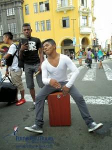 Lima street music: a cajón solo