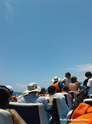 Passengers on board a ship bound for Palomino Islands - Image by peruenvideos.com