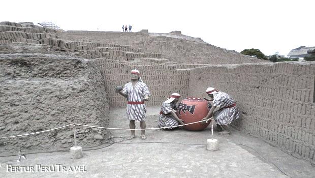 Who Built the Huaca Pucllana?