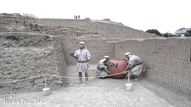 Who Built the Huaca Pucllana?