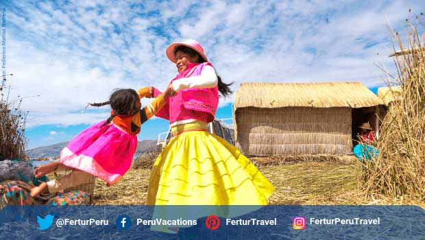 Uros floating islands Lake Titicaca Peru - Photo by Federico Matias Barreña