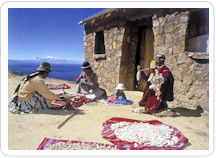 La isla del Sol situada en el lago Titicaca