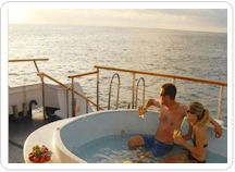 Full relax en la cubierta del Crucero Galapagos Legend