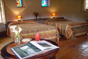Habitación con cama king doble en Hotel Sol y Luna