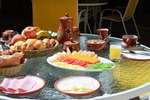 Apu Huascaran Hostal breakfast