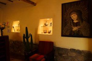 Acogedor ambiente de recepción en el Apu Huascaran Hostal