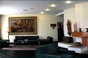 """Amplia sala de espera o """"lobby"""" del Hotel José Antonio de Cuzco"""