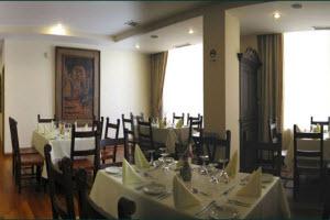 Amplio restaurante del Hotel José Antonio de Cuzco