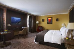 Iluminada habitación del Hotel Libertador Palacio del Inka