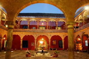 Picoaga Hotel courtyard