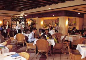 Tome un rico café en el Swissôtel Lima