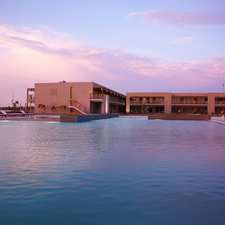 Paracas Double Tree by Hilton Five-Star Hotel - pool
