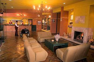 Área del lobby en el Sonesta Posadas del Inca