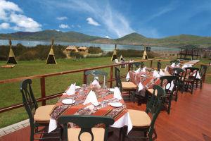 Terraza con vista al jardín del Hotel Sonesta Posadas del Inca