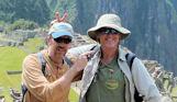Los hermanos Swann durante su visita a Machu Picchu