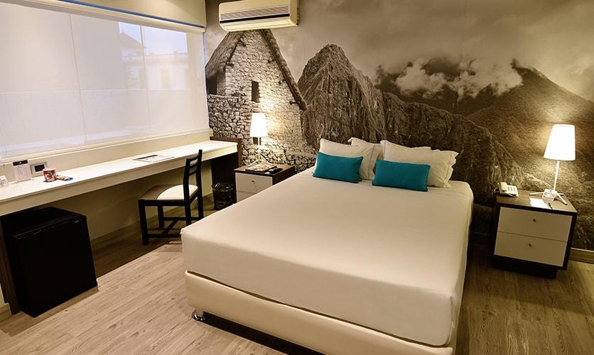 Una habitación simple del Hotel Mariel Boutique en Miraflores, Lima, Peru