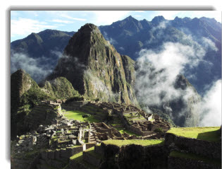 After two weeks of meeting and making new friends, learing about Andean mythology and folklore, and partying like a Cusqueño, you culminate your journey with a trip to the incomparable Machu Picchu!