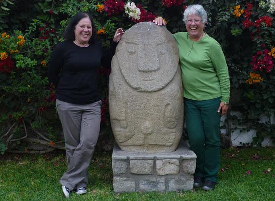 Deb y Pam terminaron su viaje Perú con una visita guiada al Museo Larco