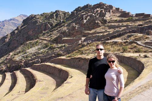 Juliana y Danny en su visita guiada de Pisaq en el Valle Sagrado del Cusco