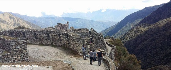 Ruins along the Inca Trail
